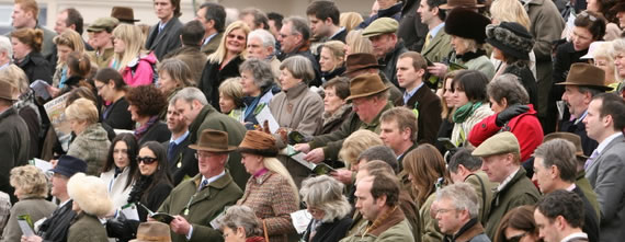 cheltenham-crowd
